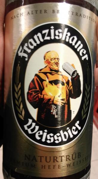 """Auf den Flaschen wirbt Franziskaner mit der Aussage """"Nach alter Brautradition"""" ..."""